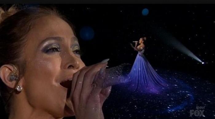 """JLO cantó en """"American Idol"""" con impresionante vestido"""