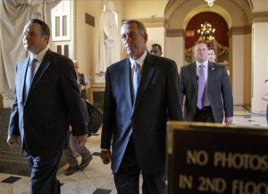 El presidente de la Cámara de Representantes, John Boehner, republicano por Ohio, camina en el Capitolio en Washington