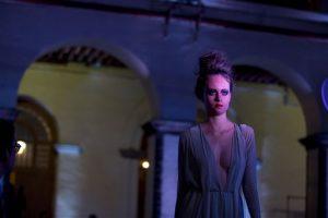 Una modelo luce creaciones de la diseñadora Shantall Lacayo. Foto: AP