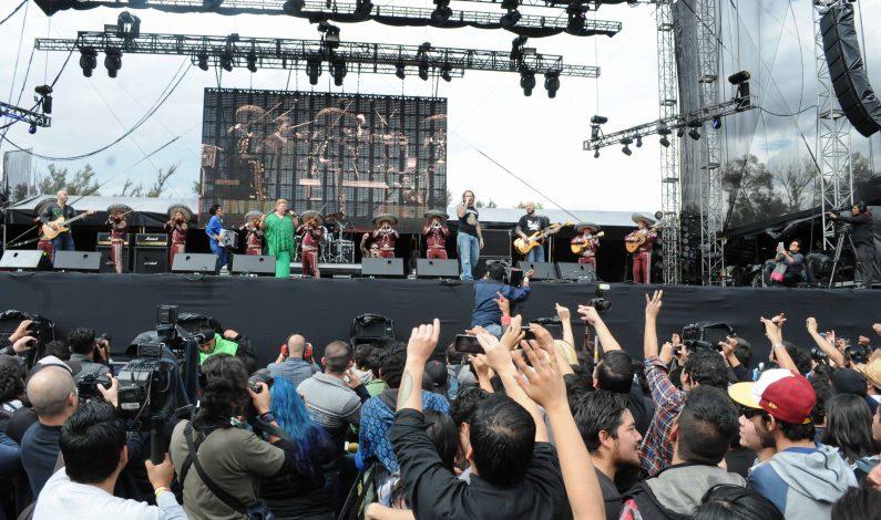 Paquita la del Barrio canta y encanta en el Vive Latino