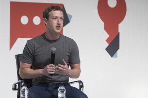 La red social fundada por Mark Zuckerberg añadió que se proporciona también información respecto de las políticas relacionadas con la auto lesión, organizaciones peligrosas, la intimidación y el acoso. Foto: Notimex