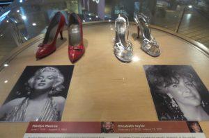 El Museo Bata Shoe de Toronto está por cumplir 20 años con la exhibición de más de 13 mil zapatos de varias épocas, culturas, países y costumbres. Localizado en el centro de Toronto, es el más grande en su tipo de Norteamérica y fue fundado por el matrimonio Sonja y Thomas Bata en 1995, luego de 16 años de coleccionar y estudiar zapatos de todo el mundo.  NOTIMEX/FOTO/ISABEL INCLAN/FRE/ACE/