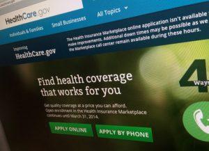 Parece no haber controversia en que la ley de Obama ha reducido significativamente la cifra de estadounidenses sin seguro de gastos médicos. Foto: AP