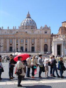 Miles de turistas visitan El Vaticano en estas fechas. Foto: Notimex