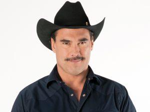 En la trama de esta historia, Facundo, quien es un hombre exitoso en el campo y en su vida familiar,  recibe una indemnización de 10 millones de dólares por sus tierras. Foto: Cortesía de Televisa