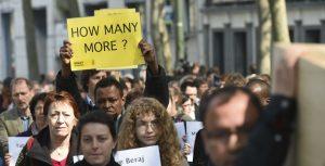 En diferentes partes de Europa ha habido protestas por la muerte de cientos de inmigrantes y la inactividad de la Unión Europea. Foto: AP