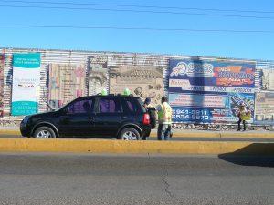 En algunas ciudades fronterizas los impuestos de importación son altos de acuerdo al modelo y año del auto. Foto: Notimex