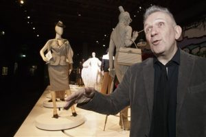 "la exposición ""The Fashion World of Jean Paul Gaultier. From the Sidewalk to the Catwalk"" en el Grand Palais en París"