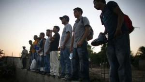 La Procuraduría sonorense localizó tres cuerpos, rescató a 15 personas y ubicó dos vehículos calcinados. Foto: AP