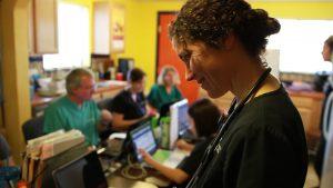 La clínica comunitaria es atendida solo por voluntarios que donan su tiempo para ayudar a sus semejantes. Foto: Cortesía de Juan Freitez