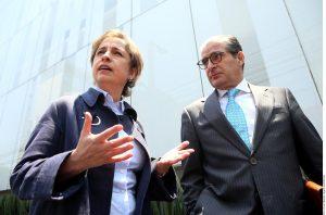 El abogado Xavier Cortina, quien acompañó a Carmen Aristegui, dijo que su impresión tras la reunión con MVS era de escepticismo, aunque fue un buen inicio de las negociaciones.