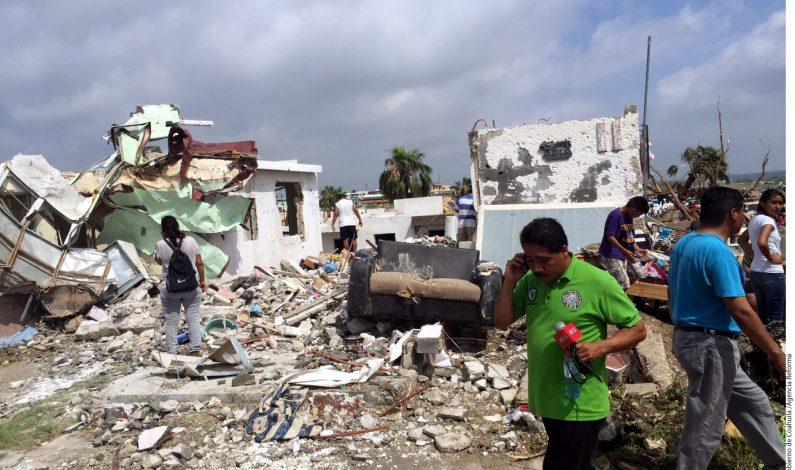 Se reúne Peña Nieto con afectados por tornado