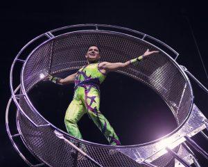 El acróbata Benny Ibarra es uno de los atractivos del circo. Foto: Cortesía