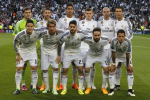 Real players line up prior to the second leg quarterfinal Champions League soccer match between Real Madrid and Atletico Madrid at Santiago Bernabeu stadium in Madrid, Spain, Wednesday April 22, 2015. (AP Photo/Paul White)