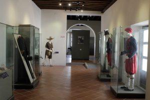 Uniformes y objetos de la época se exhiben en el Fuerte de Loreto, ubicado en Puebla. Foto: Notimex