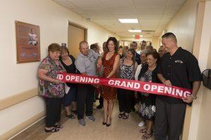 Imagen de una de las inauguraciones de cuartos de hospital en el Centro Médico St. Joseph, en Phoenix. Foto: Cortesía Brad Armstrong