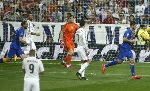 El jugador de la Juventus, Alvaro Morata, derecha, festeja un gol contra Real Madrid en las semifinales de la Liga de Campeones. Foto: AP