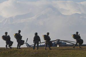 Los jefes de las bases militares de Estados Unidos pidieron al personal mantenerse alerta a personas o paquetes sospechoso. Foto: AP