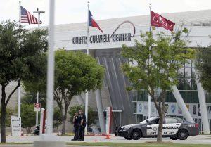 El tiroteo se produjo frente al Centro Curtis Culwell en Garland, un suburbio de Dallas, el domingo por la noche. Foto: AP