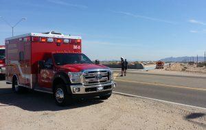 Los agentes trataron de resucitar a la mujer, de 25 años, y a su hijo, hasta que llegaron los paramédicos. Foto: AP