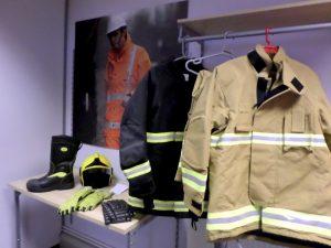 Los bomberos pidieron mayor apoyo para realizar sus labores. Foto: Notimex