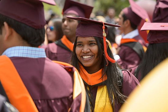 ASU celebra masiva graduación latina