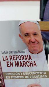 """El perfil del Papa Francisco emerge de """"La reforma en marcha"""", obra del vaticanista Andrés Beltramo Alvarez. Foto: Notimex"""