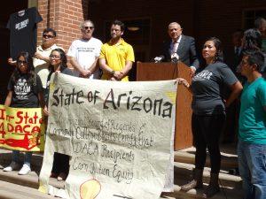 El ex senador estatal Alfredo Gutiérrez exhortó a las universidades del estado a seguir los pasos de los colegios comunitarios. Foto: Mixed Voces