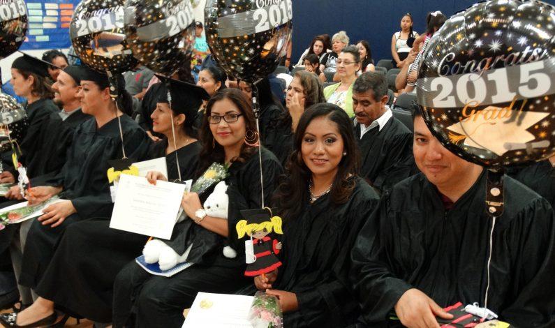 Festejan graduados de Centro Comunitario Wilson de Phoenix