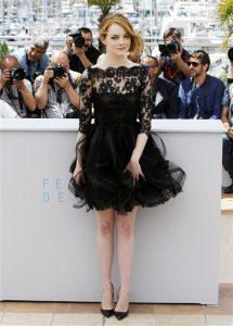 """La actriz Emma Stone posa con motivo del estreno del filme """"Irrational Man"""" en el Festival de Cine de Cannes, en el sur de Francia, el viernes 15 de mayo del 2015. (AP Foto/Lionel Cironneau)"""