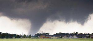 Una amplia zona de las Grandes Llanuras está bajo alerta de tornado, incluyendo zonas del Norte de Texas, Oklahoma, Kansas y Nebraska. Foto: AP