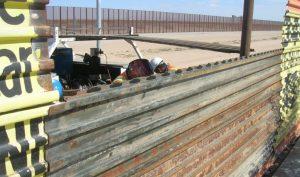 Las bardas incluyen alrededor de 480 kilómetros de barreras vehiculares y 564.8 kilómetros de muros peatonales. Foto: Notimex