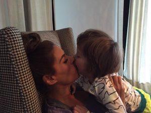 Galilea adora a Mateo y ya quiere darle una hermanita. Foto: tomada de cuenta de twitter.