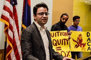 Germán Cadenas, ahora profesor de ASU, celebró con los Dreamers el pasado fin de semana. Foto: Lupita Samayoa