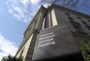 El IRS está notificando a los contribuyentes afectados que tipo de información fue robada y les proporciona servicios de supervisión de crédito. Foto: AP
