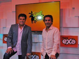Jorge Van Rankin y Raúl Araiza, aprovechan su buena química para un programa de radio. Foto: Cortesía EXA FM