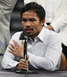 En esta imagen de archivo, tomada el 2 de mayo de 2015, Manny Pacquiao responde a preguntas de periodistas durante una comparecencia tras su pelea por el título mundial contra Floyd Mayweather Jr. en Las Vegas. (Foto AP/John Locher,File)