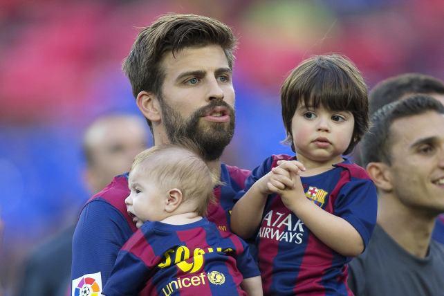 Niños de Piqué llenan de ternura el Camp Nou