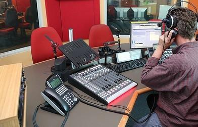 Nueva radio bilingüe comunitaria se estrenará en Phoenix