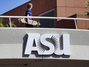 El costo de matrícula en las universidades estatales se ha incrementado en más del doble en la última década. Foto: AP