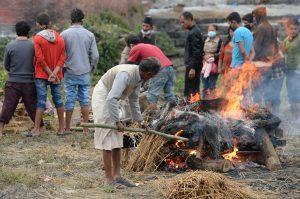 La gente menos afectada del distrito de Gorkha ha comenzado a regresar de manera gradual a sus actividades diarias. Foto: Notimex