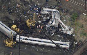 El descarrilamiento dejó ocho muertos y más de 200 heridos esta semana. Foto: AP