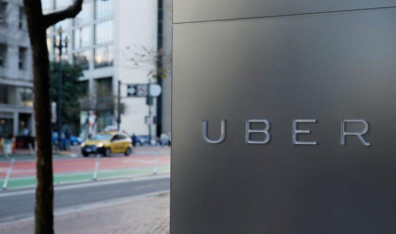 Cientos de taxistas se manifiestan en México contra Uber