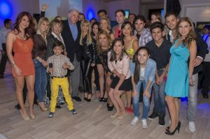 """El elenco de la telenovela """"Amores con Trampa"""" estuvo presente en el lanzamiento oficial del web show de la telenovela. Foto: Cortesía de Televisa"""