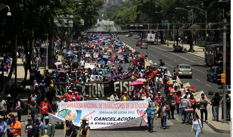 México: Marchan maestros de la CNTE