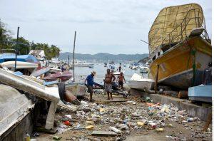 """Los efectos del fenómeno """"Carlos"""" en Acapulco causaron daños en al menos 20 embarcaciones menores entre lanchas, yates y veleros. Foto: Agencia Reforma"""