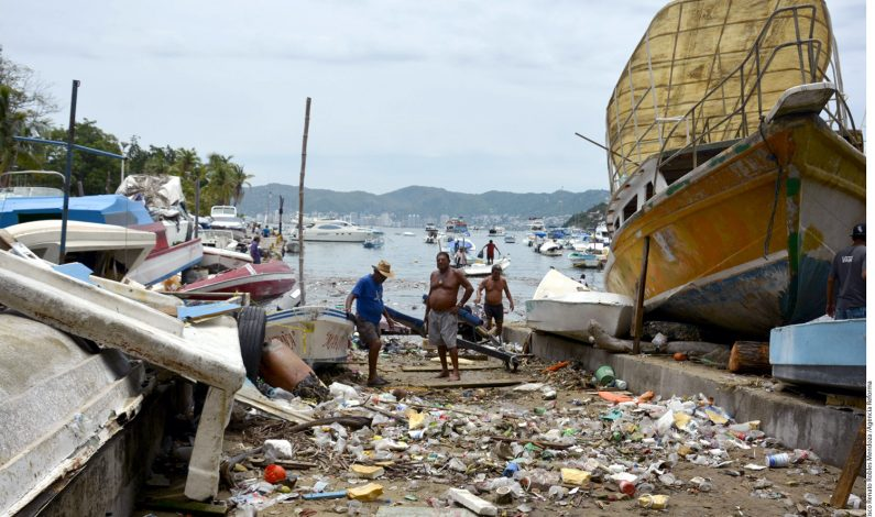 Autoridades mexicanas vigilan huracán Carlos