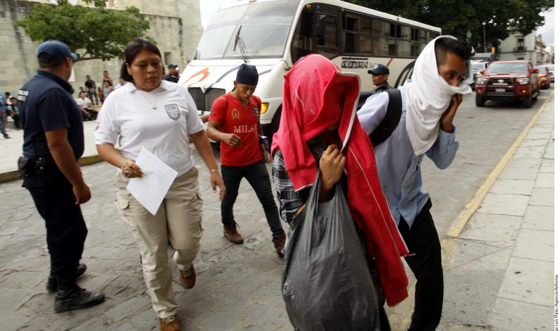 Rescatan a 75 migrantes en Oaxaca