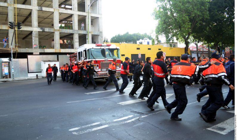 México: Bomberos acusados de robo tras sofocar incendio