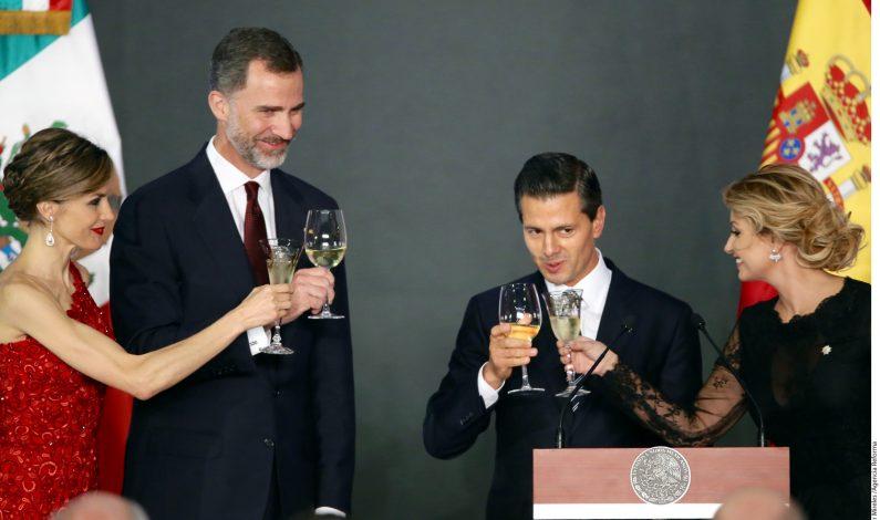 Peña Nieto celebra cena en honor a reyes de España